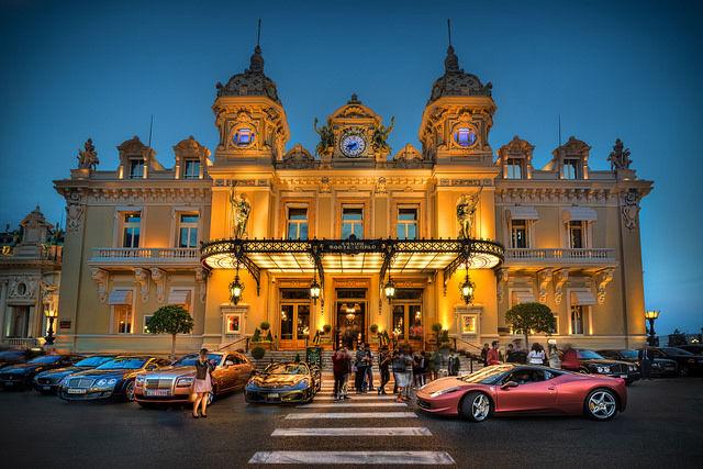 モナコの象徴「カジノ・ド・モンテカルロ」