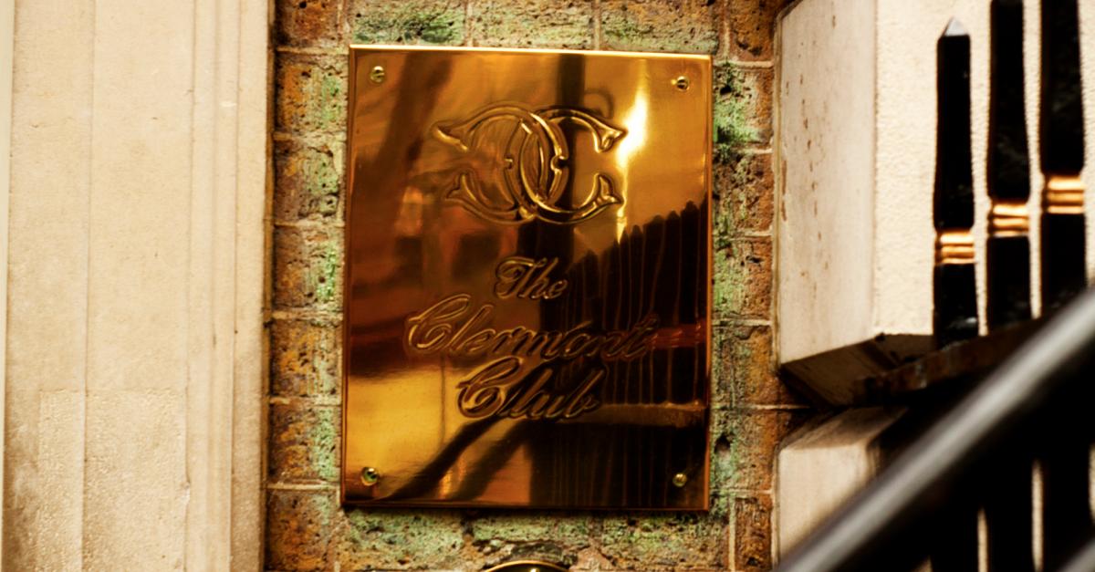 カジノクラブの入り口の表札