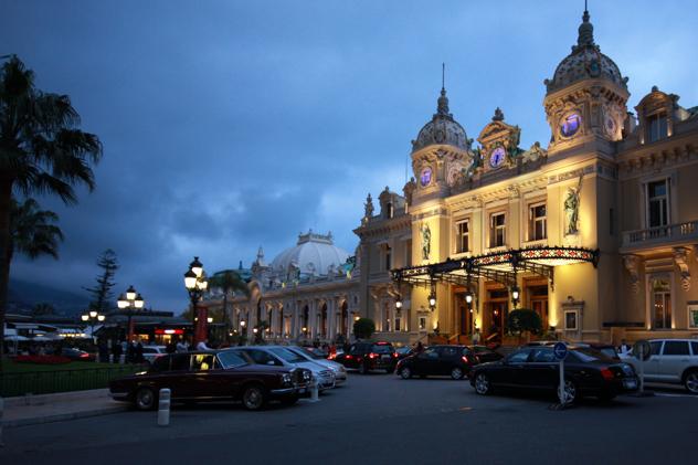 モナコのカジノ広場に位置する「Casino de Monte-Carlo」