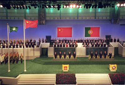 1999年政権交代式典の様子