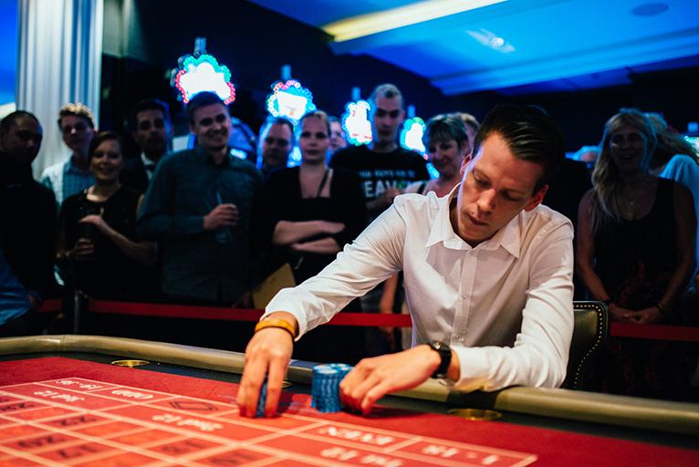 本当にランドカジノでやると、白い目で見られるかも・・・